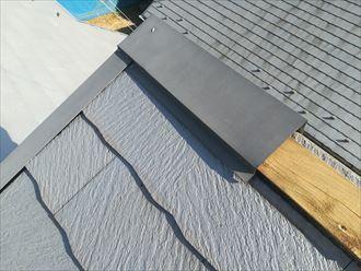 片流れ屋根の棟板金が飛散