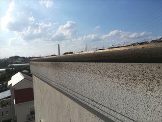 片流れの棟板金が外れると雨漏りの危険性があります