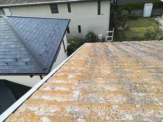 周囲の屋根の色と比べれば違いは歴然