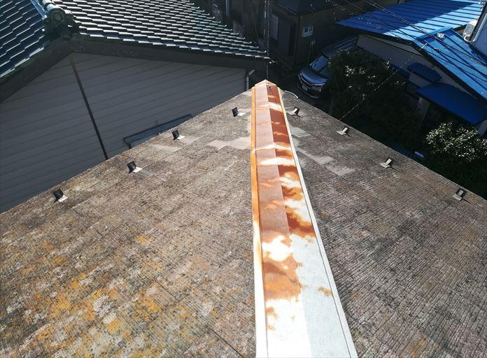 大和市つきみ野の築26年が経過したスレート屋根は、スレートも棟板金も傷んでおりました