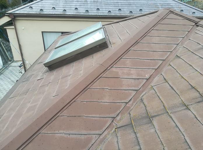 過去に塗装を行っているスレート屋根の調査