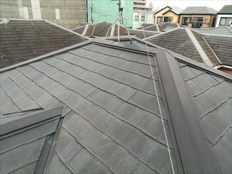 点検でスレート屋根全体を確認