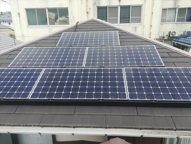 太陽光パネルが載せられた屋根