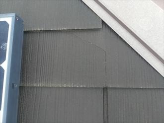 太陽光パネル周辺のスレート材のひび
