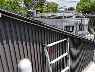 屋根ケラバ板金飛散箇所の様子