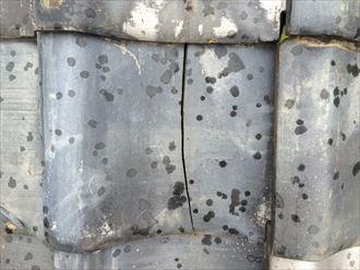 使用年数の経過した瓦は割れやすい
