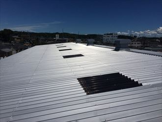 折板屋根を使用した工場屋根
