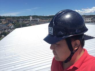 大和市下鶴間で雨漏りしていた工場屋根は、折板屋根と棟の隙間が原因でした