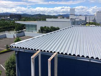タラップがあると工場屋根の調査はスムーズ