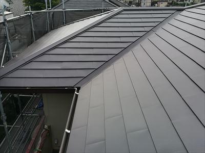 屋根カバー工法完了