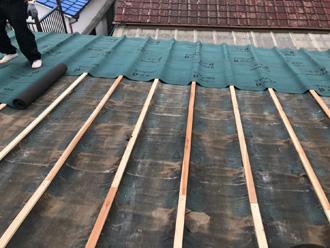 鎌倉市高野 セキスイかわらUの屋根の葺き替え工事 防水紙設置