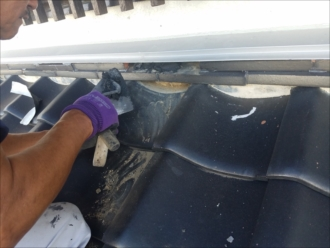 崩れそうだった熨斗瓦も撤去し漆喰を詰め直して補強しておきます