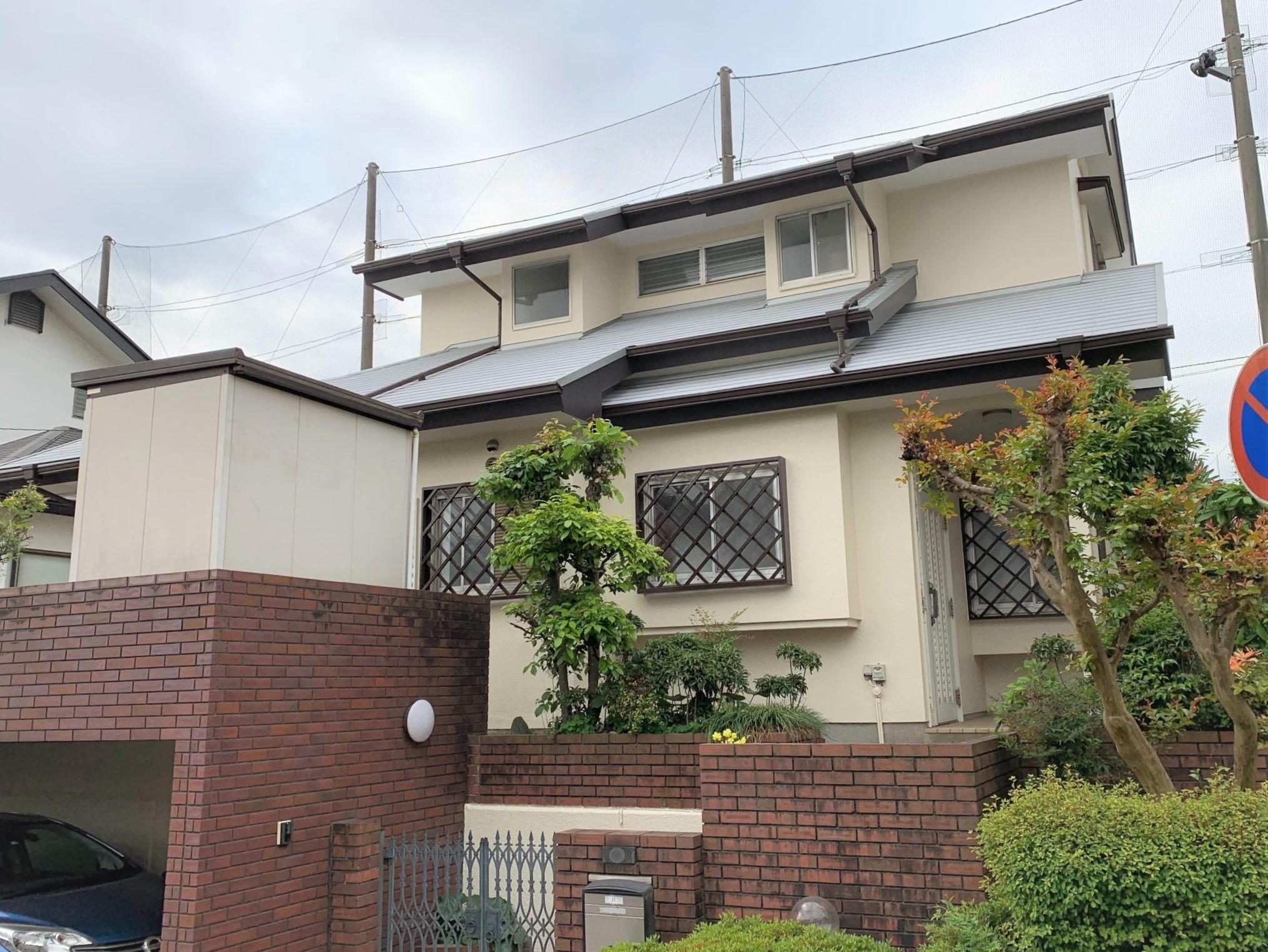 横浜市磯子区上中里にてコロニアル遮熱グラッサで屋根葺き替え、パーフェクトトップで外壁塗装工事