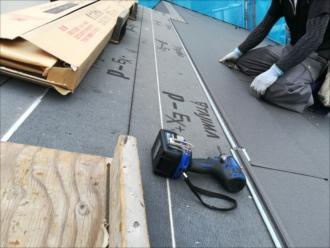 屋根葺きの様子