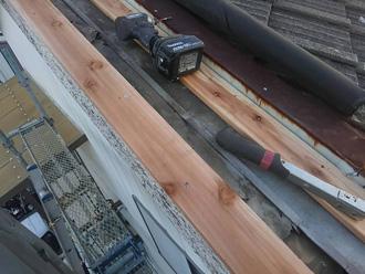 中郡二宮町富士見が丘 ケラバ板金工事 木材を設置