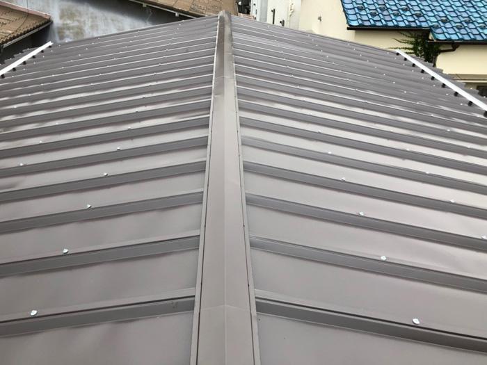 鎌倉市玉縄 屋根葺き替え工事 金属屋根材設置