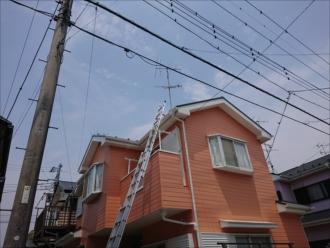 茅ヶ崎市赤羽根にて屋根塗装時に縁切りがきちんとされていなかった影響で雨漏りしていました
