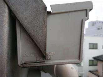 設置されていたのは三菱ケミカル製の雨樋