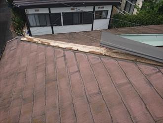 屋根の棟板金に使用する貫板の状態がおかしい