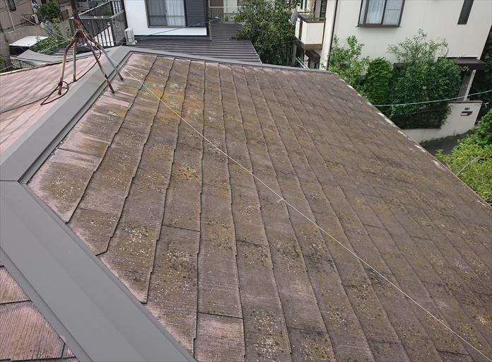 棟板金に不具合のあるスレート屋根