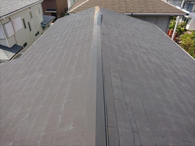 切妻屋根の端から板金がめくれてしまいました