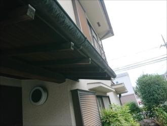 雨樋以外にも庇にも銅板が使われている今では珍しいお住まいです