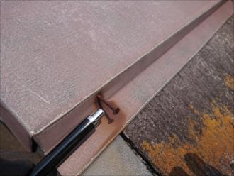 棟板金の釘浮きもほとんどの箇所で見つかります