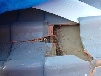 とんだ棟瓦がぶつかり割れてしまった桟瓦