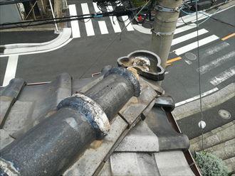 鬼瓦は銅線で吊ってあります