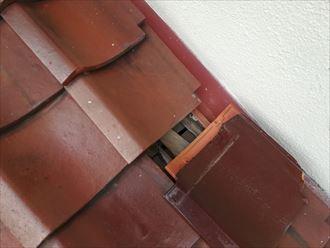瓦のズレは雨漏りの危険性があります