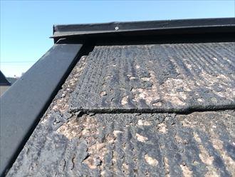 逗子市逗子で過去に2回屋根塗装を行ったスレートは、剥がれたところが著しく傷んでおりました