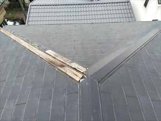 棟から軒先丸ごと1本飛んでしまった屋根の棟板金