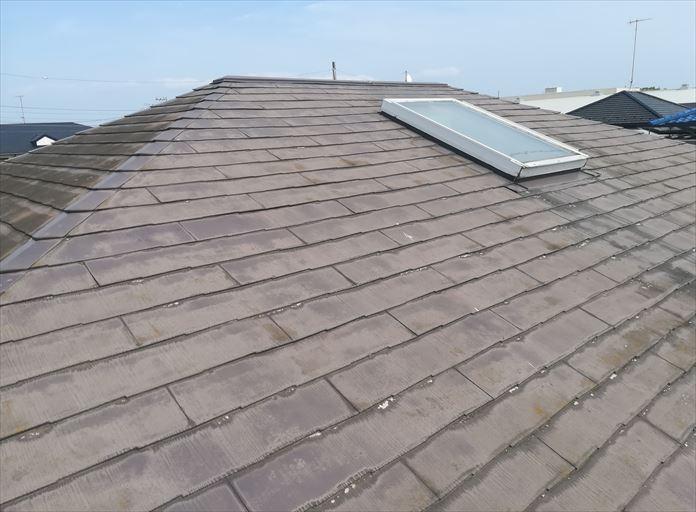 昔に塗装しているスレート屋根を点検
