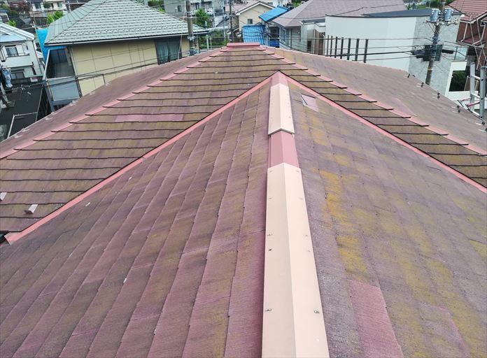 割れているスレート屋根の点検