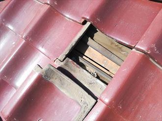 粘土瓦を取り外してみるとルーフィングが敷設されていない箇所がありました