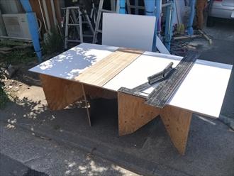 横浜市都筑区荏田南町にて傷んだべニア板からケイカル板へ軒天張り替え工事の様子