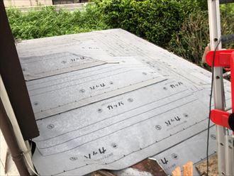 防水紙は雨漏りを防ぐ役割