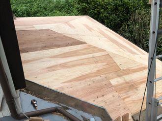葺き替え工事だけが野地板を新しくすることが出来る