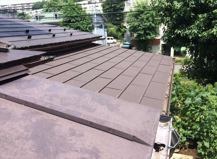 3種類の屋根材が混在した下屋