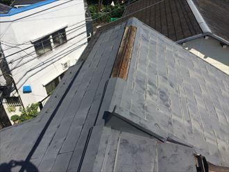 スレート屋根の棟板金が飛ばされてしまった