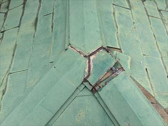 根元から外れてる屋根の棟板金