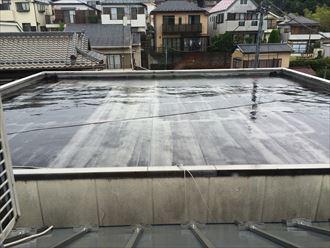 屋上防水に大きな水溜まりが出来ておりました