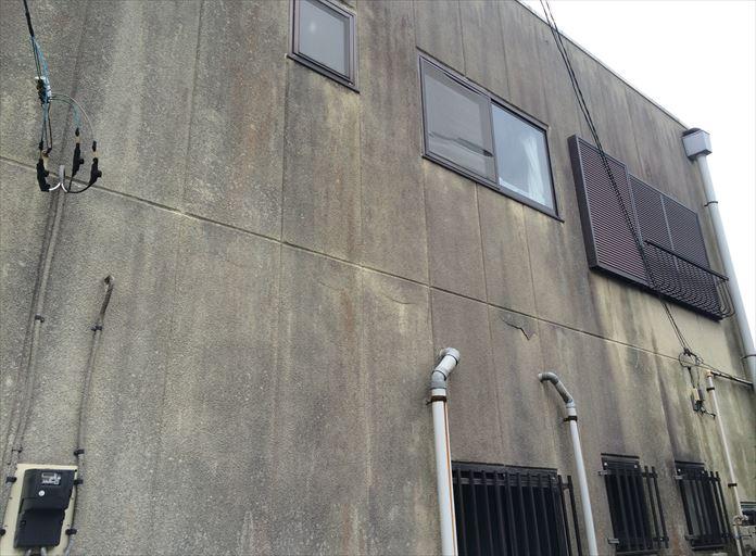 汚れの付着が進むと外壁自体の劣化に繋がります