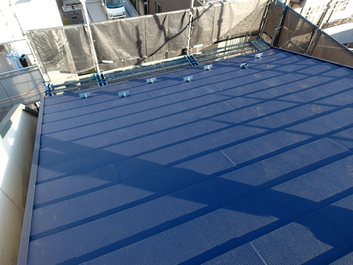 伊勢原市田中にてスレート劣化からスーパーガルテクトを使った屋根カバー工法
