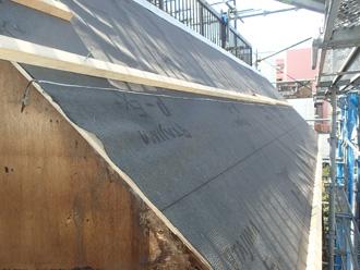 柄上郡松田町松田庶子 パラペットの葺き替え工事 防水紙設置