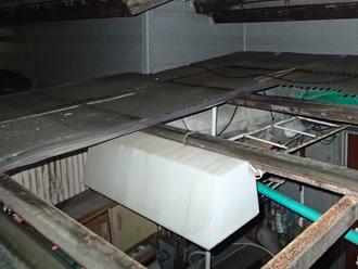 小田原市飯田岡 強風で壊れたベランダの屋根