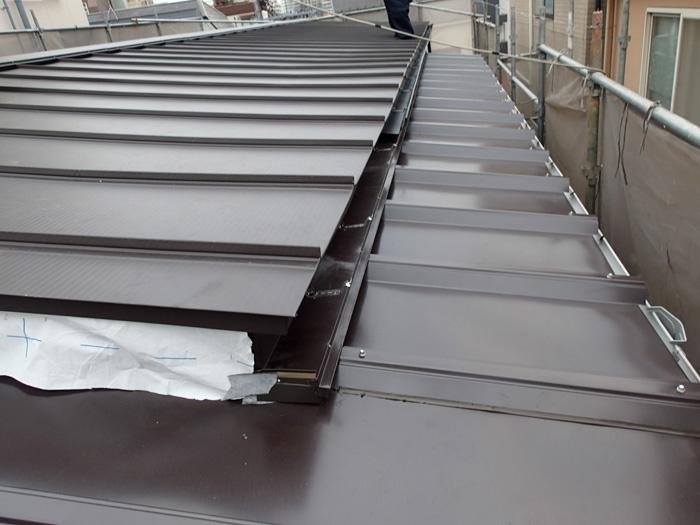 秦野市柳町 屋根カバー工法 屋根材設置完了