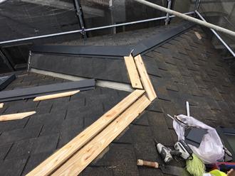 新規貫板と棟板金設置