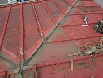 綾瀬市深谷上 棟板金交換工事 古い棟板金を撤去し清掃
