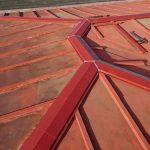 綾瀬市深谷上にて棟板金からの雨漏り発生、棟板金交換で雨漏りを改善
